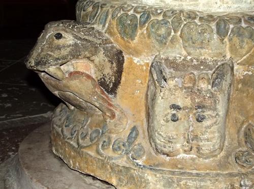 dopfunt medeltid kyrka gotland djurmonster