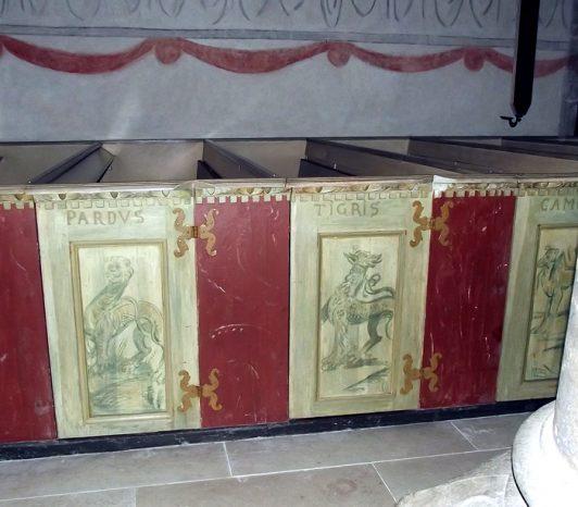 gotland-kyrkomålning-panter-tiger-monster-bänk-dörr-spegel-medeltid-sweden-middle-age-church-painting