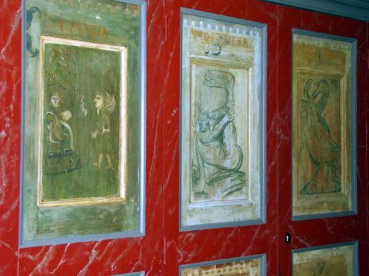 monstra gotländsk kyrka dörrmålning på kyrkbänk av enfoting