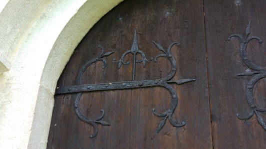 lau-kyrka-medeltid-smide-dekor-dörr-church-door-gotland