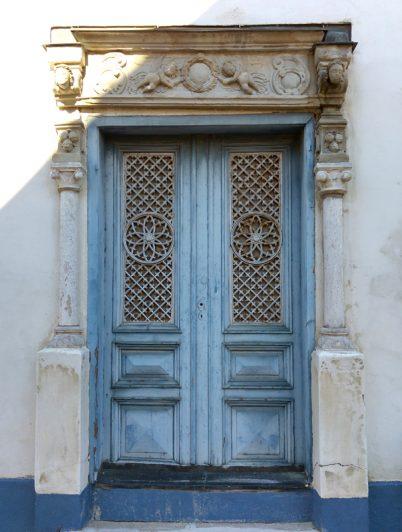Blå vacker dörr i Visby Gotland