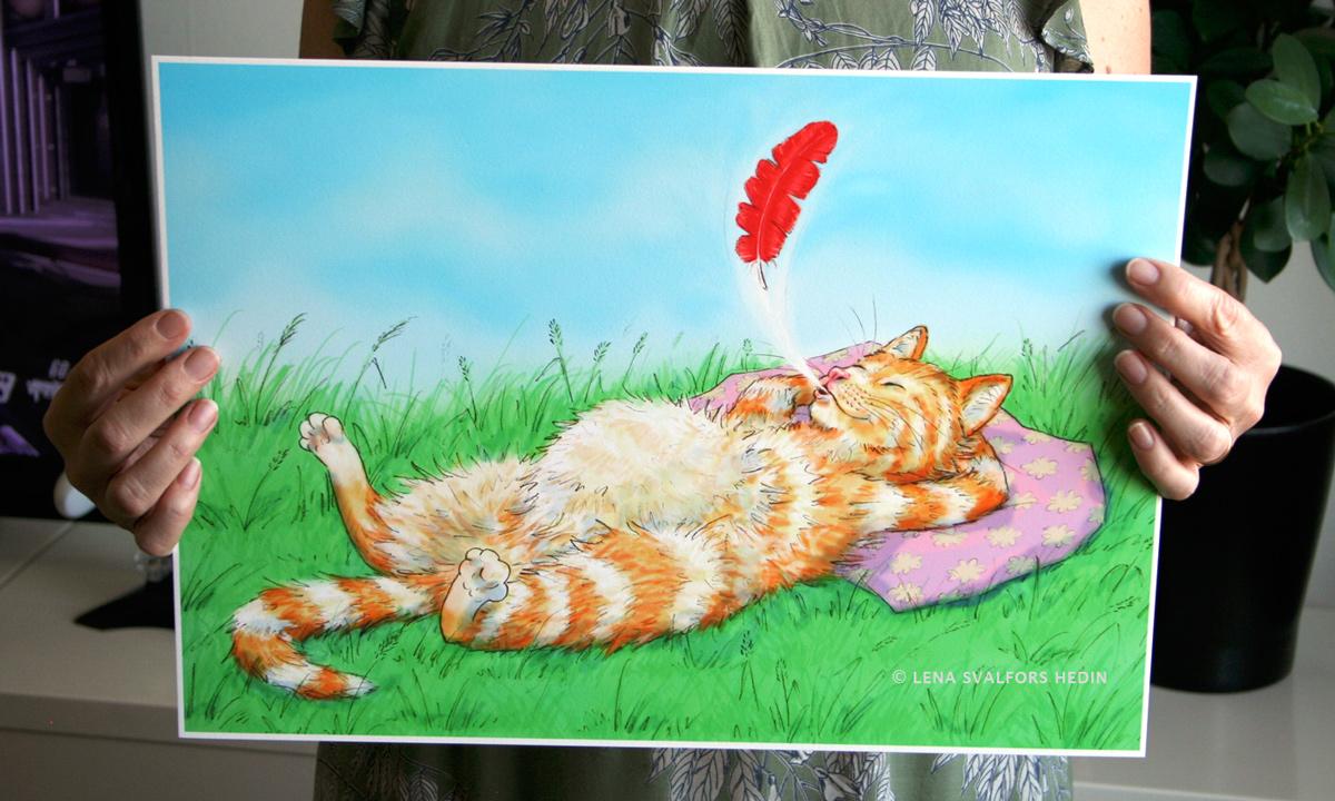 Min teckning av en mätt katt som blåser ut en fjäder