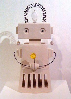 Robot i keramik av Anna Kåks hos Konsthantverkarna