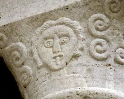 monster gotland medeltid skulptur sten tunga