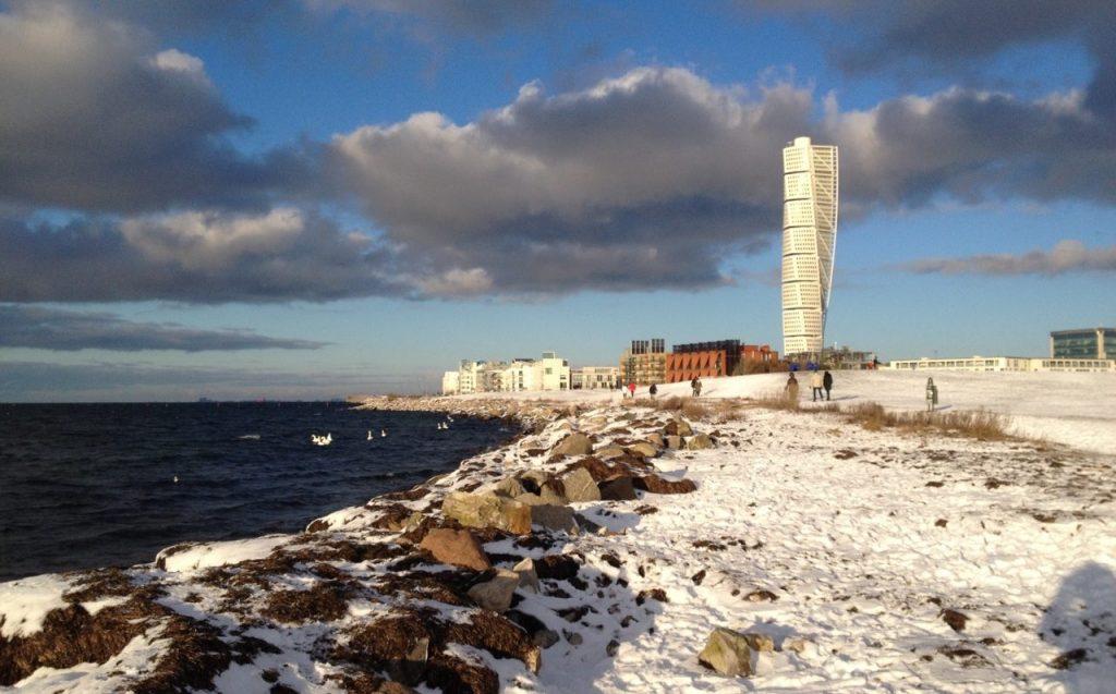 Vinter på Ribersborgsstranden med Turning Torso