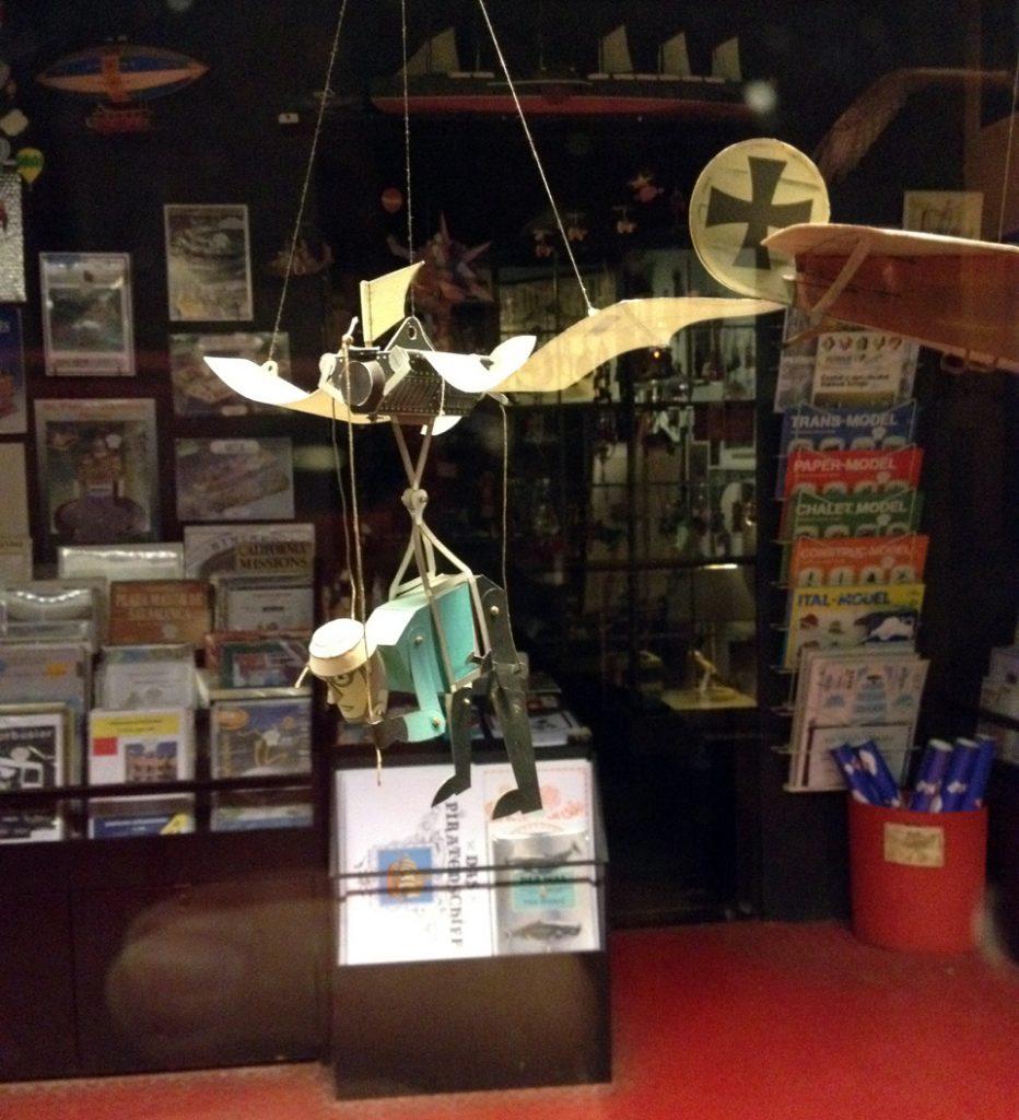 bremen-paper-model-craft-figure-fly