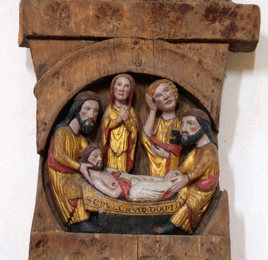 Fin kyrkokonst i snidat trä från medeltiden i Lau kyrka