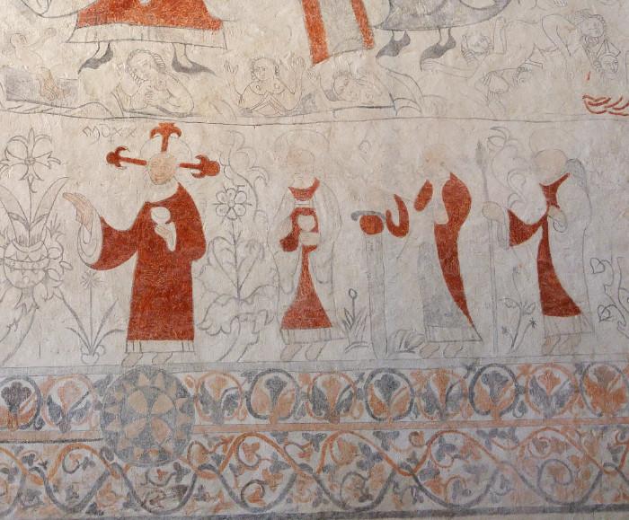Lau kyrka detalj av medeltida kyrkomålning människor växter och dekorativ kant