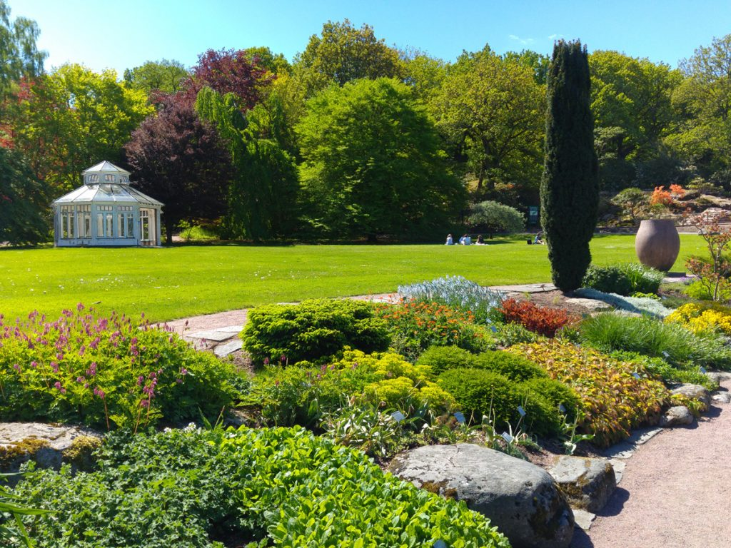 A beautiful spring day in Botaniska with everything in bloom